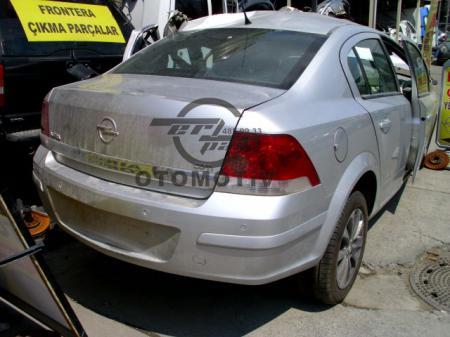 Opel Astra h Sedan Arka